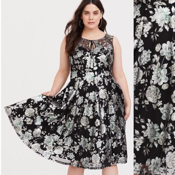 65da1ba7be8ee Torrid Retro Metallic Floral Dress NWT